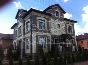фасад з архітектурним декором