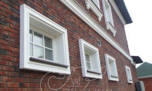обрамление маленьких окон фасадным декором
